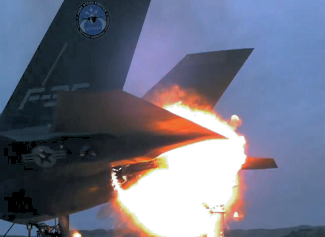 F-35 CRASHES. ENTIRE FLEET GROUNDED.